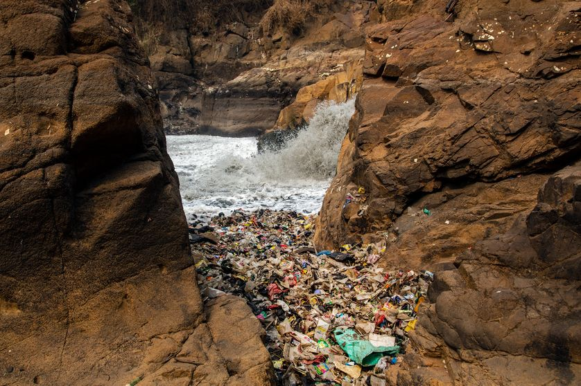 Rivière la plus polluée du monde (Indonésie).