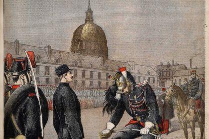 """Première page du journal français """"Le Petit Journal"""", du 13 janvier 1895 de la dégradation du Capitaine Alfred Dreyfus dans la cour d'honneur de l'École militaire de Paris."""
