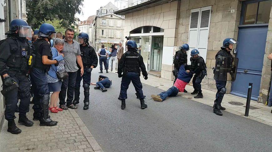 Certains membres de la délégation ont été évacués par les gendarmes du PSIG