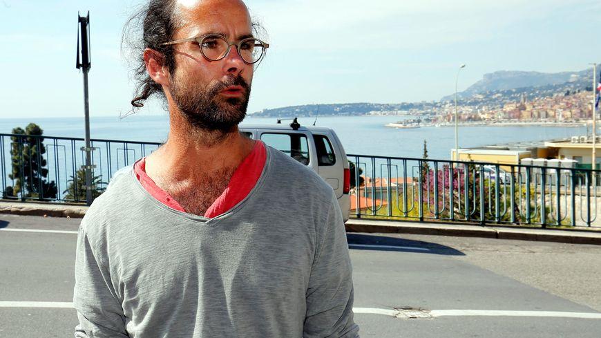 Le militant Cédric Herrou était de passage hier à Valence dans la Drôme.