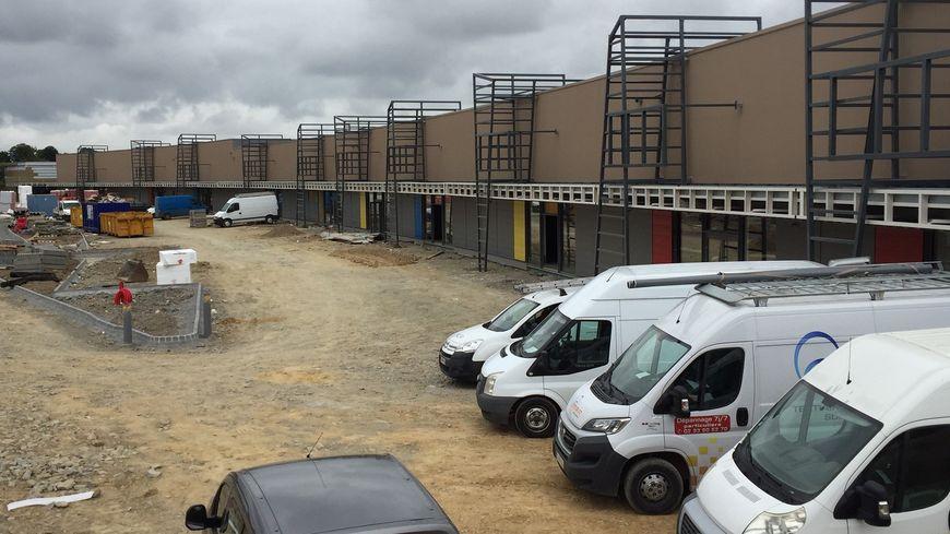 Le chantier du centre commercial de la zone de Leclerc à Avranches, mercredi 12 septembre.