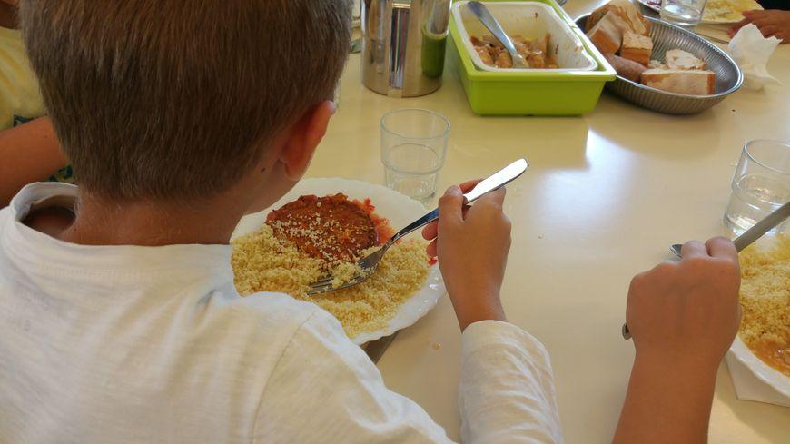 En ce lundi de rentrée, les écoliers valentinois ont pu manger des steaks de soja.