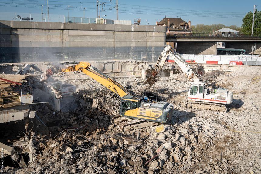La construction de la gare de Saint-Maur a pris du retard en raison de la proximité du RER A