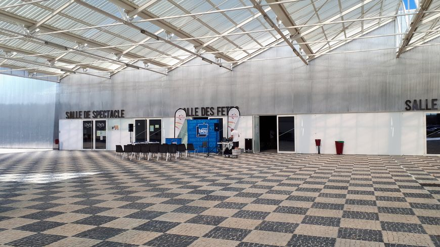 L'entrée de l'Onyx, salle de spectacle de l'espace Monestié à Plaisance du Touch