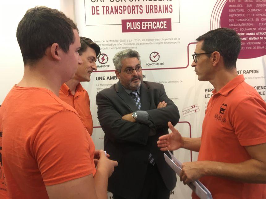 L'équipe de MyBus en grande discussion avec Olivier Bianchi, maire de Clermont-Ferrand et pdt de la CAM