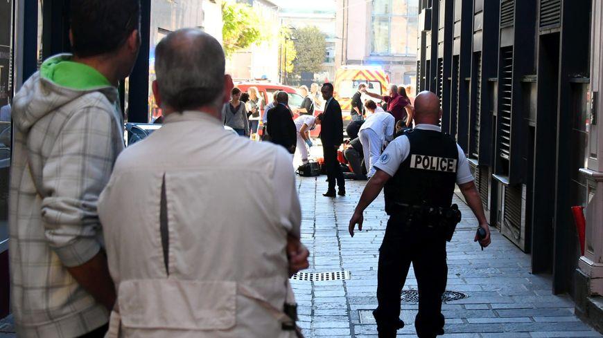 L'agression s'est produite dans la rue Camille Douls, près de la mairie.