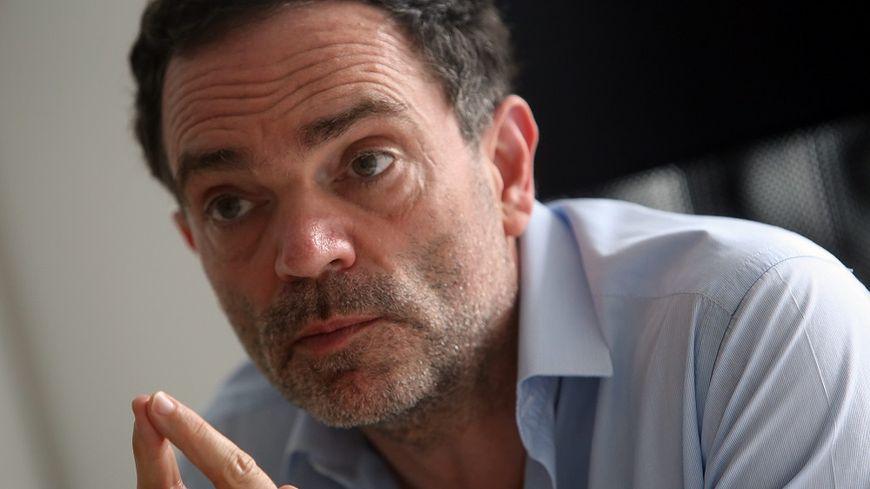 Yann Moix a tenu des propos très violents à l'égard des policiers, samedi soir à la télévision.
