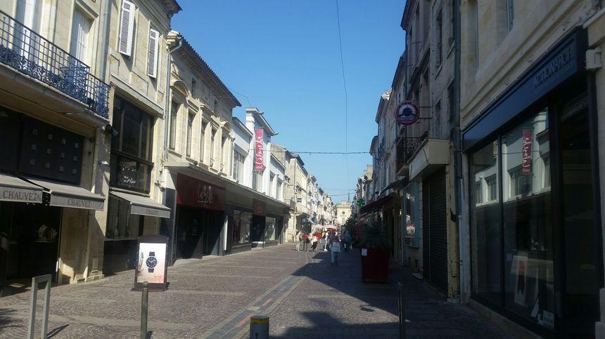 La rue Gambetta, la principale rue piétonne de Libourne