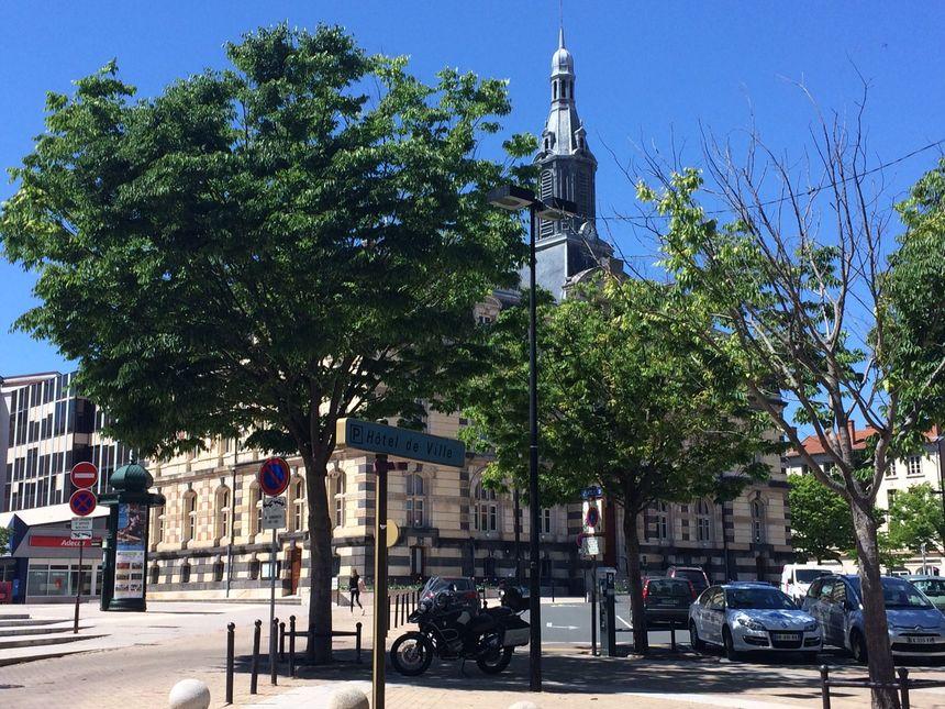 La façade de la mairie de Roanne pourrait faire partie des rénovations possibles