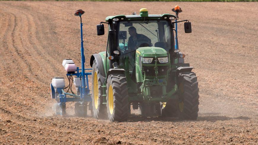 Un GPS pour tracteur coûte souvent plus de 5 000 euros