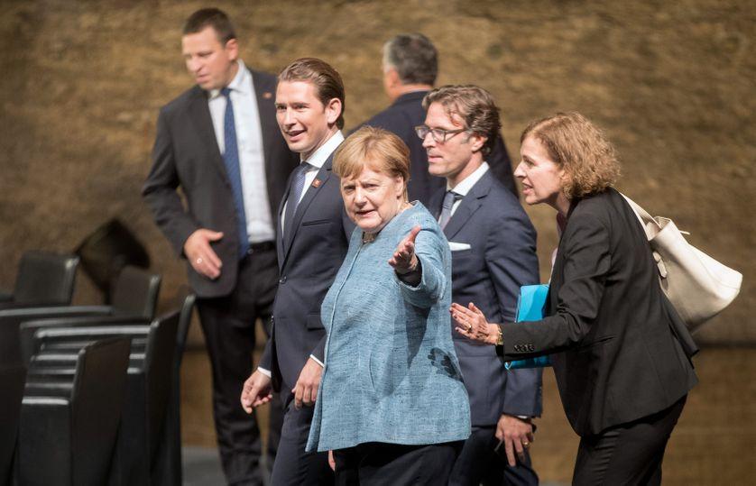 La chancelière allemande Angela Merkel et le chancelier autrichien Sebastian Kurz à leur arrivée au dîner des chefs d'Etat et de gouvernement à Salzbourg