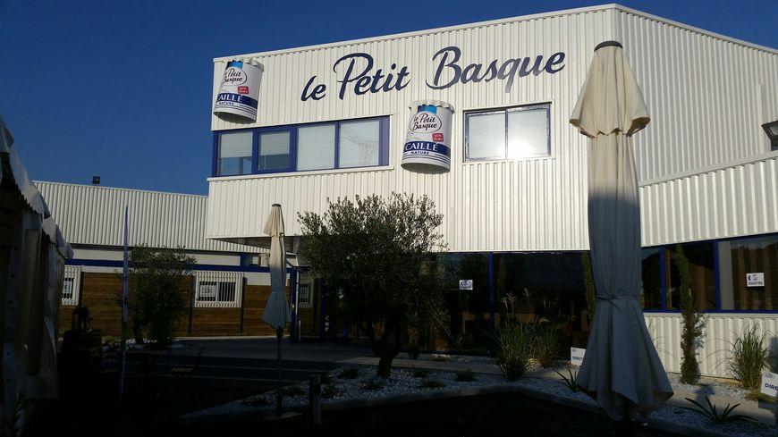 L'entrée de l'usine Le Petit Basque, à Saint Médard d'Eyrans