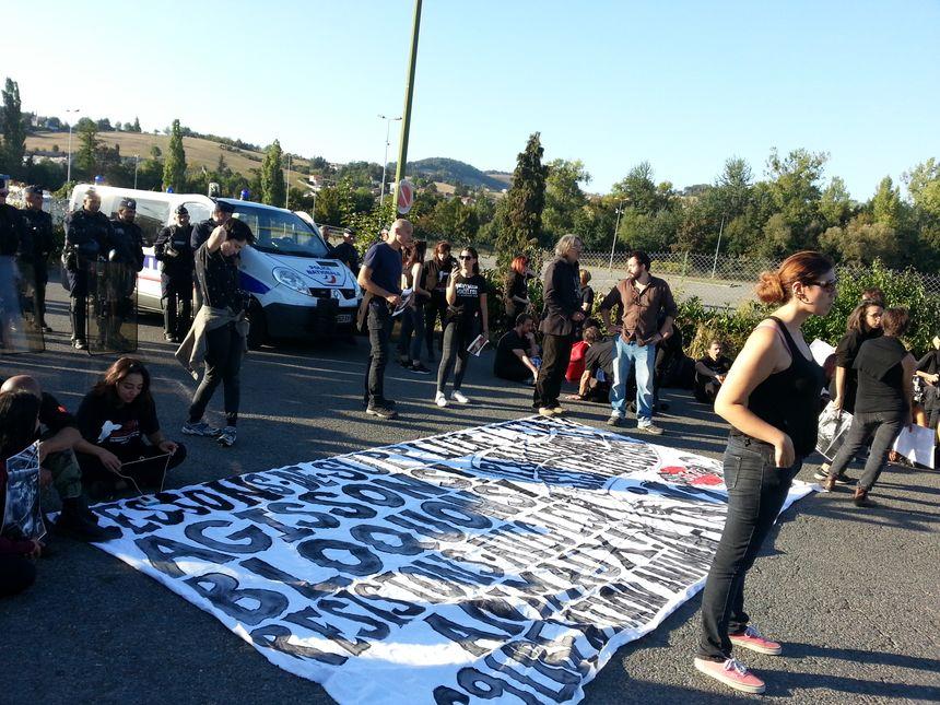 Rassemblement de militants anti-viande devant l'abattoir de La Talaudière