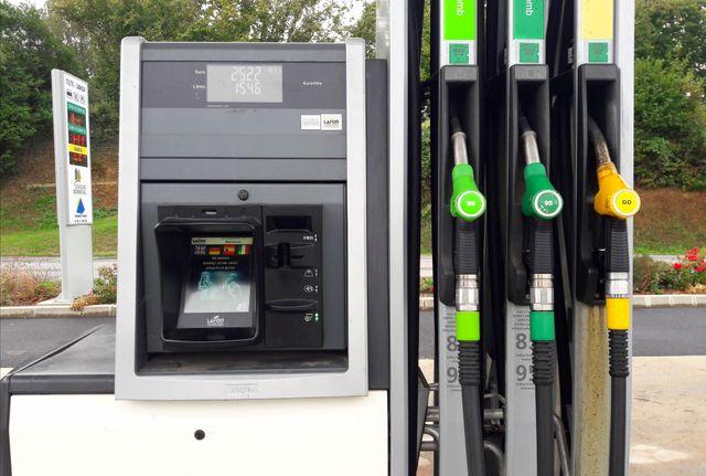 Les deux pompes sont automatiques et le paiement se fait par carte