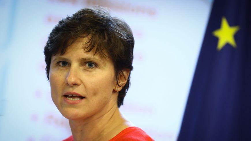 La nouvelle ministre des sports, Roxana Maracineanu, fait face aux coupures budgétaires.