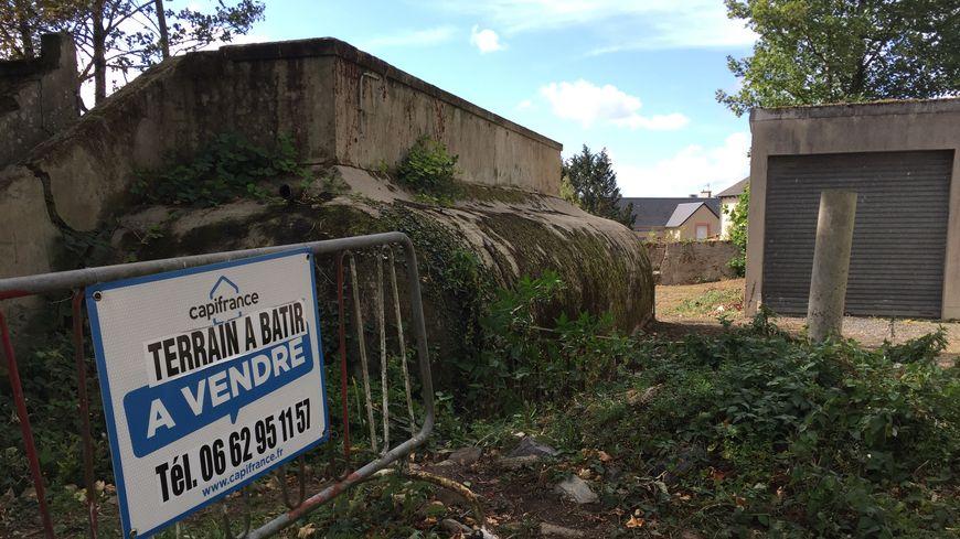 L'extérieur du bunker, dans le quartier de l'école des Palliers à Saint-Lô.