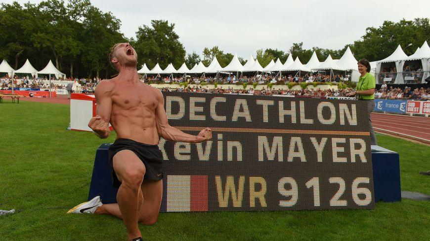 Kévin Mayer après avoir décroché le record du monde du décathlon.