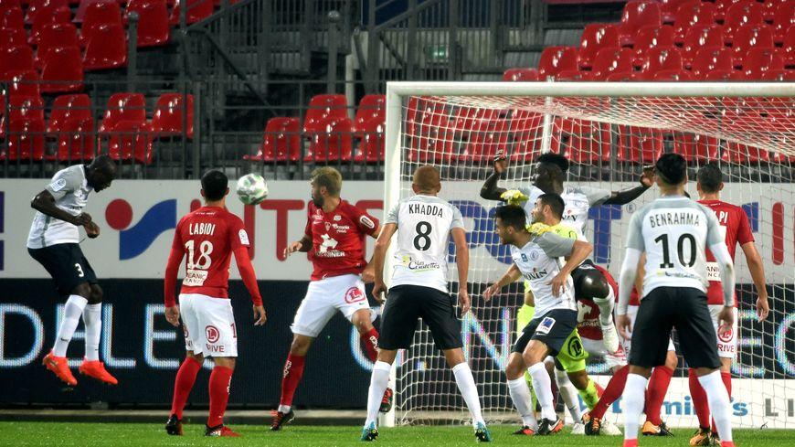 Yannick M'Bonné il y a 2 ans permet à la Berri de revenir à 2 partout alors que Brest menait 2 à 0 !