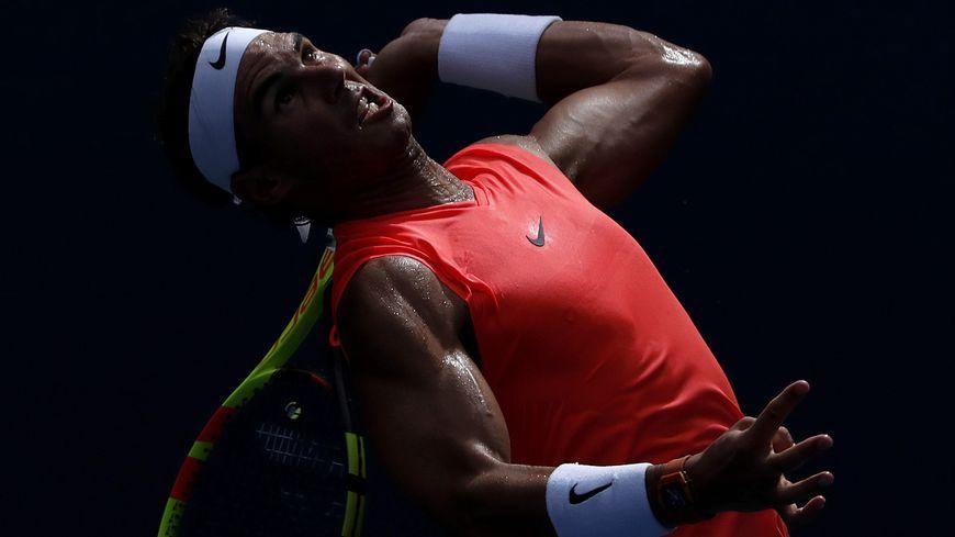 Rafael Nadal au service à l'US Open