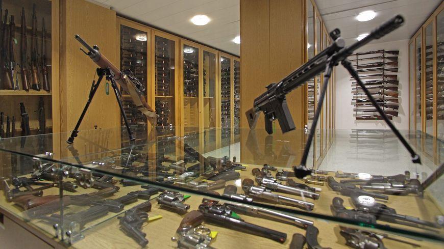 L'homme n'était qu'un collectionneur d'armes et non pas un terroriste (photo d'illustration - salle de collection nationale d'armes et munitions)