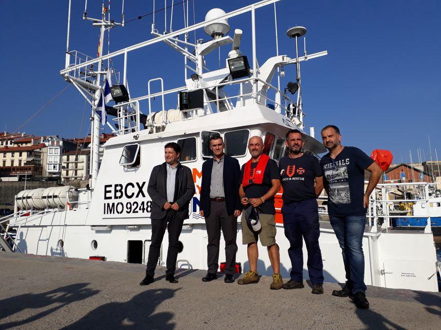 Les responsables du projet Maydayterraneo, accompagnés d'élus de Zarautz, Getaria et du Gouvernement basque