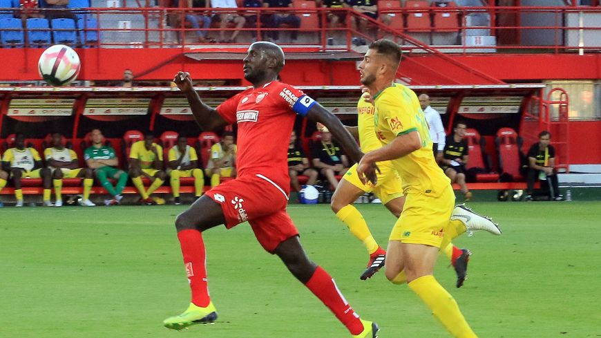 Julio Tavares échappe à la défense nantaise