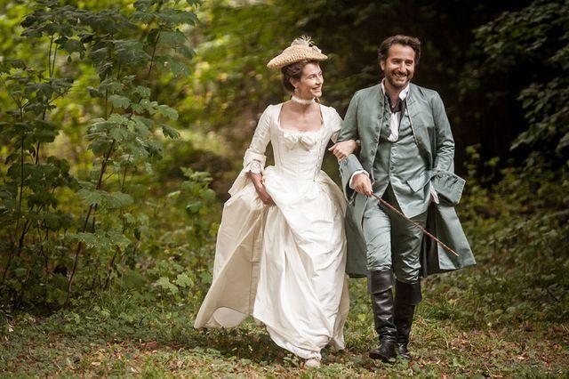 """Eric Neuhoff : """"Edouard Baer joue avec un ton à la fois moderne et démodé. Mais surtout, dans le personnage Cécile de France, on voit cette femme pleine d'espoir et de sentiments, s'aigrir. Elle rend très bien l'amertume et la vengeance."""""""
