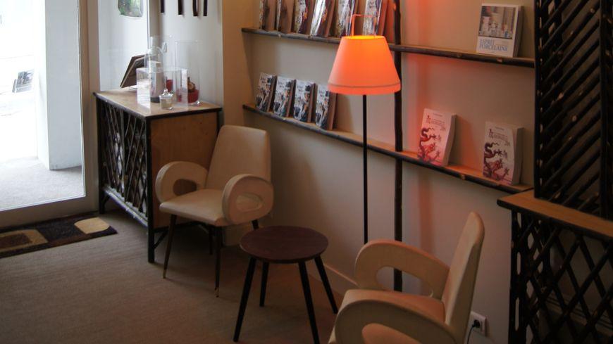 L' entrée du magasin des Ardents Editeurs rue Adrien Dubouché à Limoges