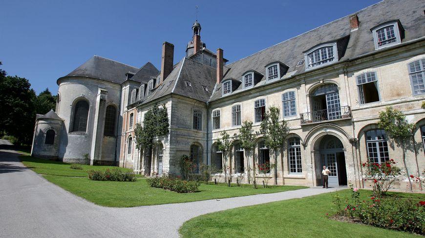 L'abbaye de Valloires est située à Argoules, au nord d'Abbeville dans la Somme, à la frontière avec le Pas-de-Calais