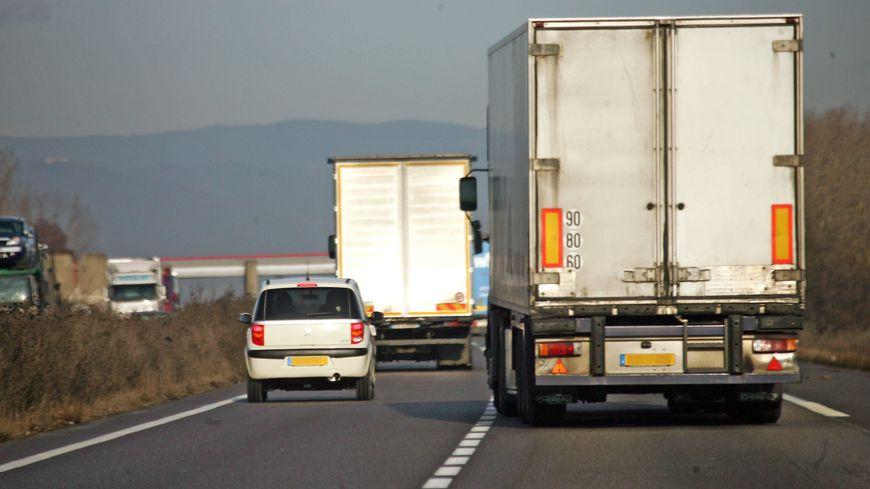 Camions sur l'autoroute (photo d'illustration)