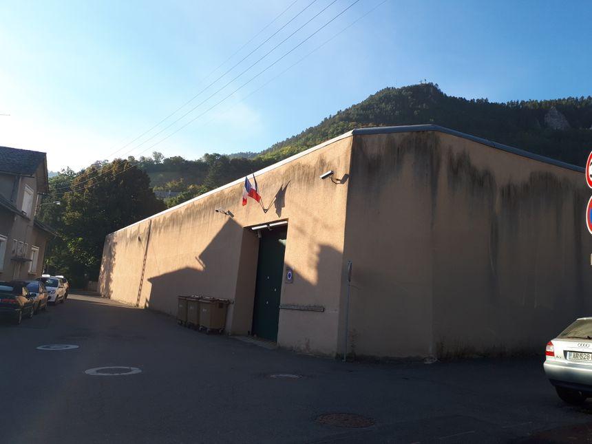 Il est huit heures, lundi 17 septembre, trois silhouettes passent les grilles de la prison de Mende en Lozère