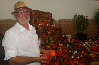 Pascal Antigny au milieu de 300 variétiés de tomates au château de Beauregard