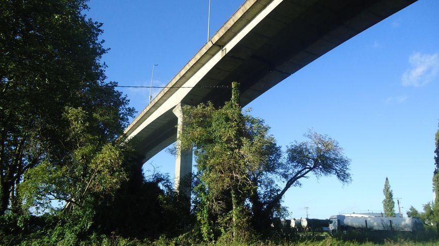 Le viaduc de Calix à Caen a été inugurée en 1975