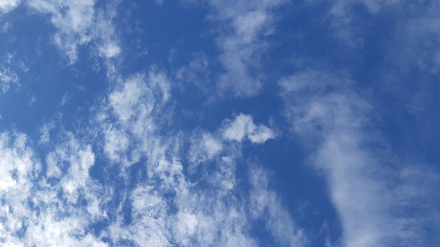 Le ciel héraultais encore bien bleu pour le premier jour de l'automne.