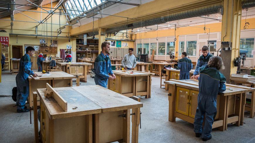 l'atelier menuiserie au Lycée Lumière (site Beauregard)