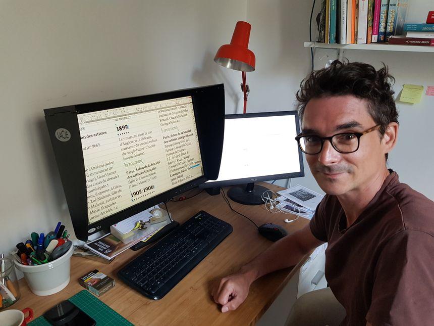 Denis Ségalat est graphiste maquettiste aux Ardents Editeurs