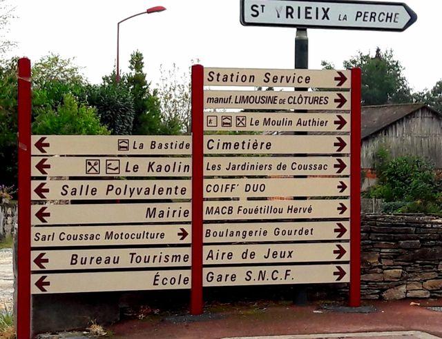 La station-service de Coussac-Bonneval s'affiche sur les panneaux de direction du village
