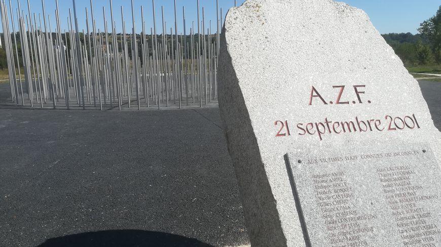 Le mémorial des victimes sur le site d'AZF à Toulouse