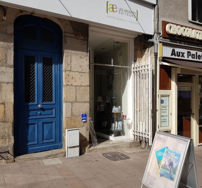 Attention la boutique des Ardents Editeurs à Limoges est petite... On peut passer devant sans la voir !!!