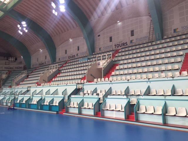 Les tribunes Nord de la salle Grenon