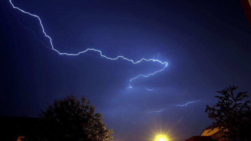 Plus de 4.500 éclairs ont été recensés dans le département la nuit dernière - Illustration