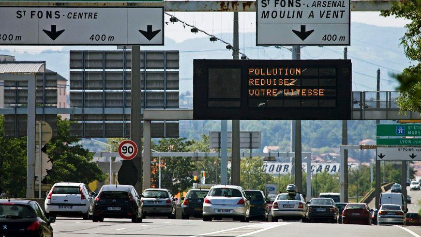Un panneau de limitation à 90km/h qui devrait disparaître en janvier 2019