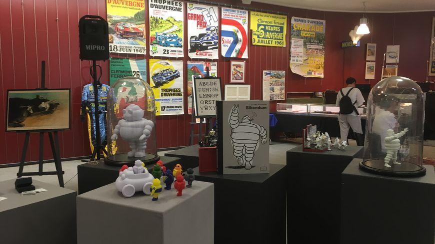 Une vente de produits dérivés proposés par la filiale Michelin Lifestyle s'ajoute à celle des objets de collection