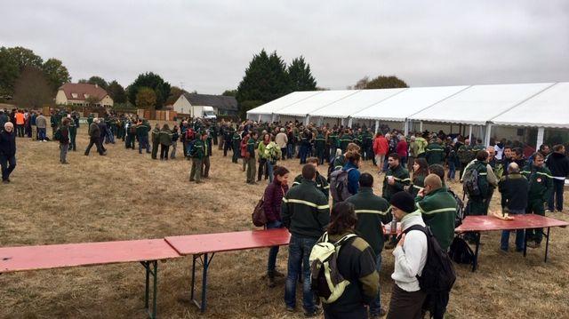 Plusieurs centaines de gardes forestiers se sont rassemblés à Saint-Bonnet-Tronçais ce jeudi.