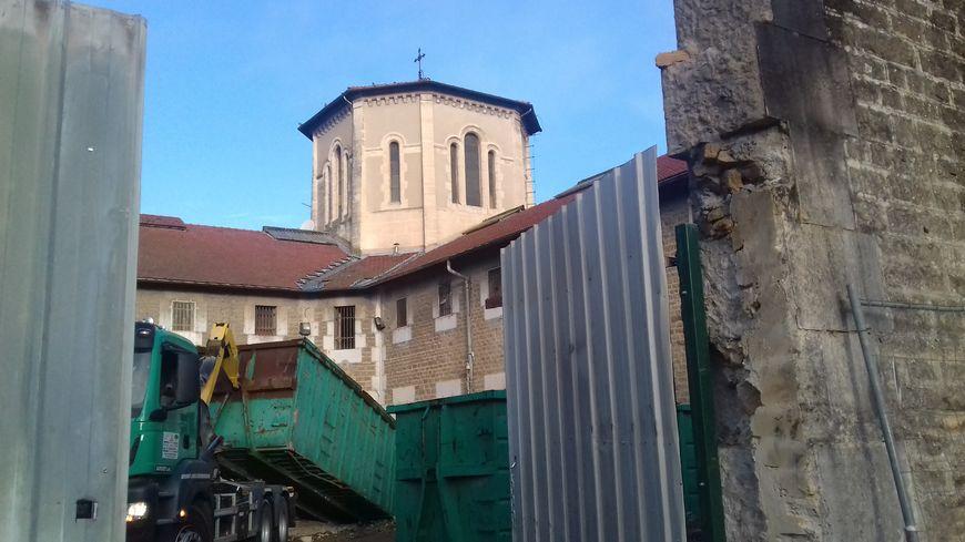 Le chantier de démolition de l'ancienne maison d'arrêt de Valence a débuté