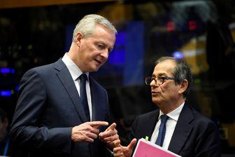 Le ministre italien de l'économie Giovanni Tria accueilli par son homologue français Bruno Lemaire à son arrivée à Luxembourg ce lundi