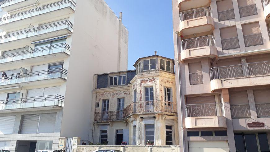 La Chimère a été la première villa bâtie sur le front de mer par la Compagnie des Chemins de Fer de Vendée en 1876
