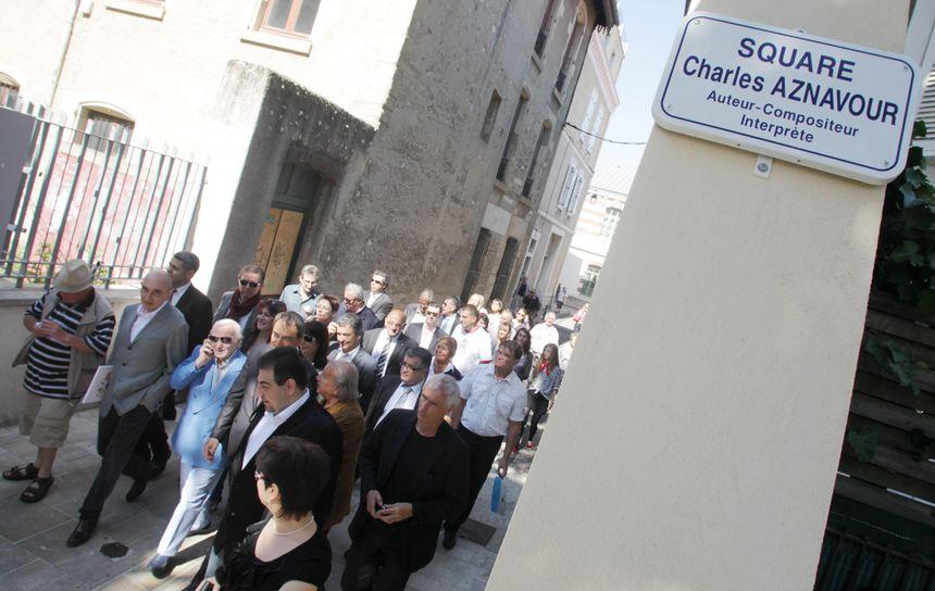 L'inauguration du square Charles-Aznavour à Valence, le 13 mai 2011