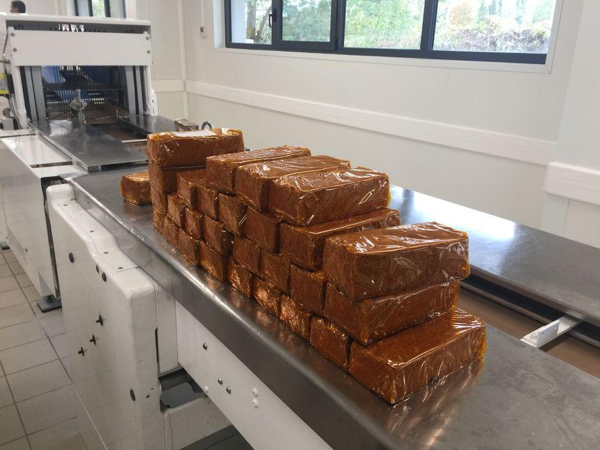 Des machines pour fabriquer une nouvelle gamme de pain d'épices