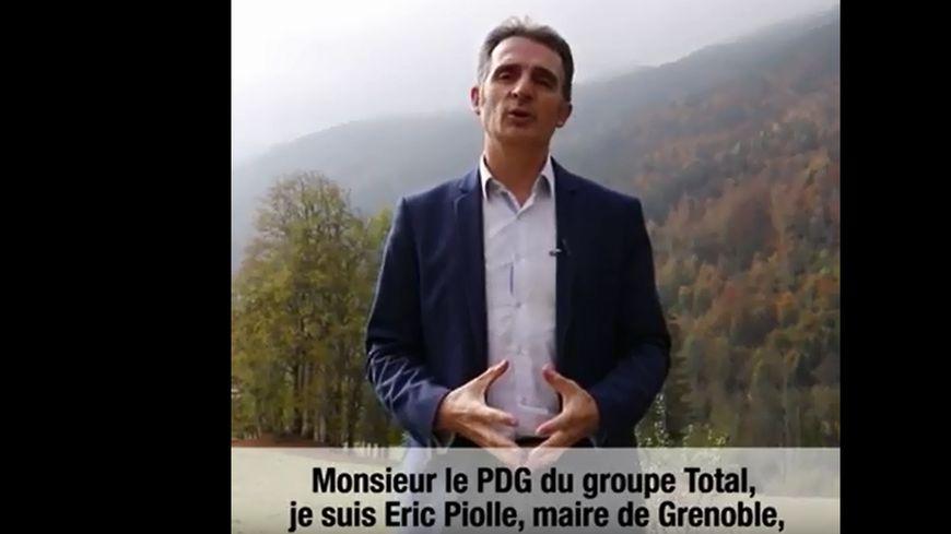Dans une vidéo, Eric Piolle, le maire de Grenoble, interpelle le PDG de Total.